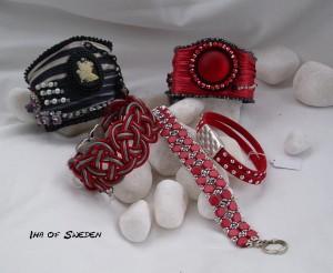 Högst upp två Shiboriarmband 1.495kr/st. Fram vänster, rött&grått läder med lås i form av fjäril 395kr, mitten sytt 395kr, höger mocka med lås i stark magnet 249kr