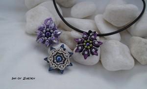 """Hänge """"En blomma"""" med läderrem. Pris 449 Kr"""
