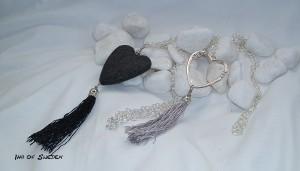 Långa halsband med hjärta och tofs, 95 cm. Pris 275 kr