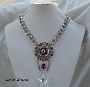 Halsband med kraftig kedja, fullt med olika sorters Swarovski kristaller. Pris 645Kr