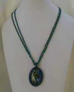 Lena Archenholtz hänge i grönt och blått.