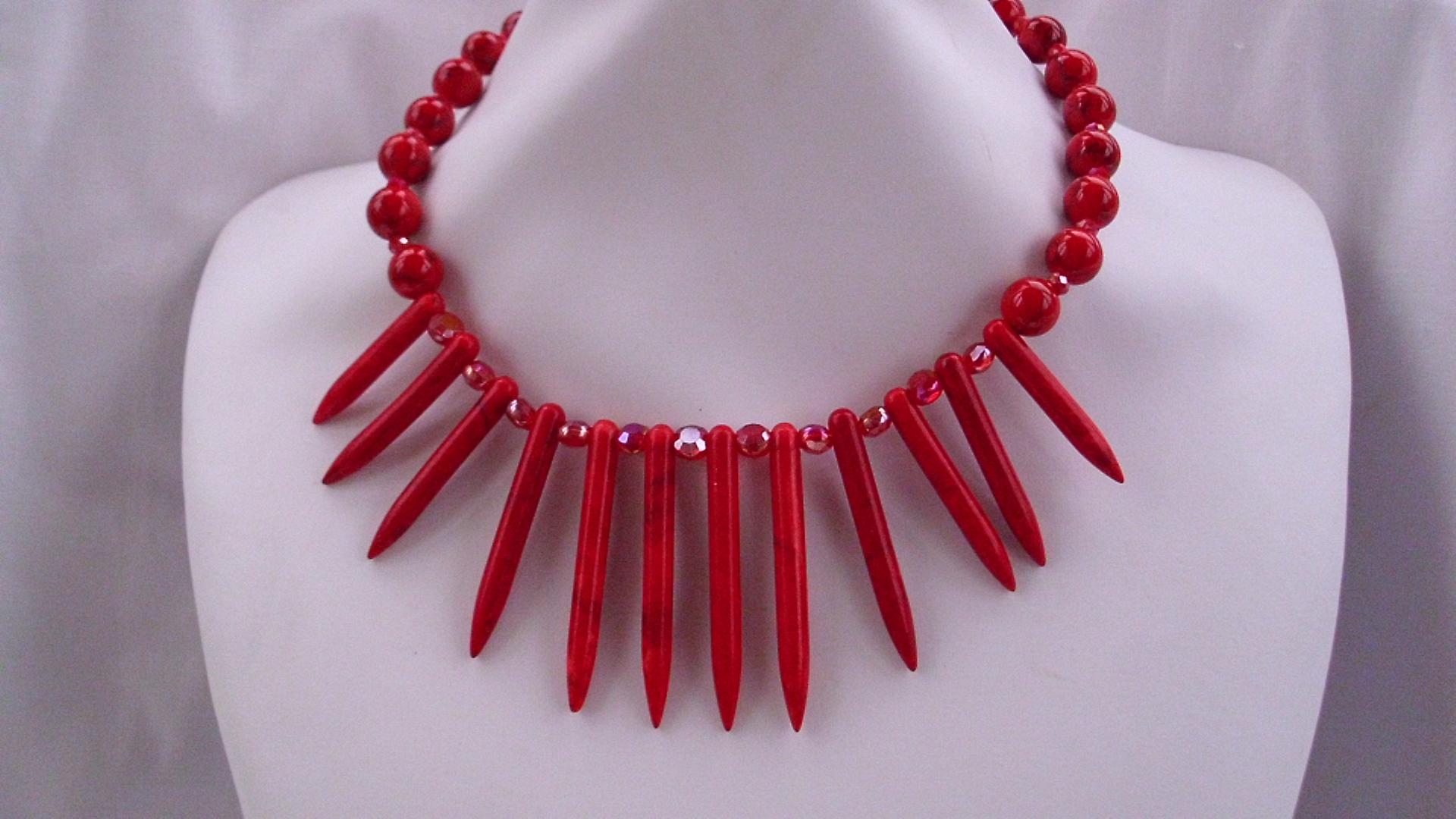 Ytterligare en variant på halsband med Howlite/Korall, ädelstenar. Pris 545Kr, inkl frakt.