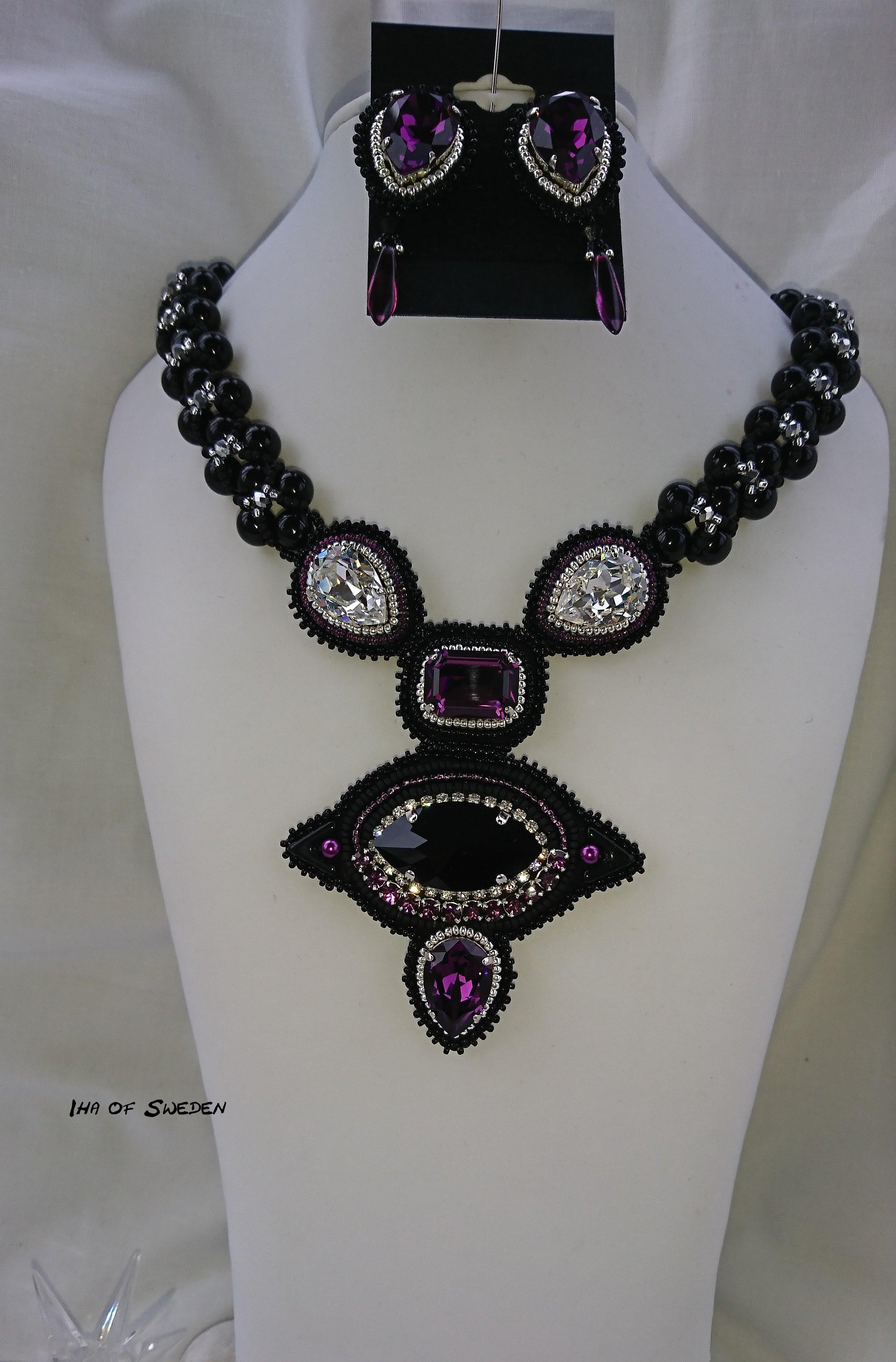 Det skulle vara ett set så jag gjorde halsband och örhängen. Det är stora  Swarovskikristaller som jag infattat i ametist 612f8391a4520